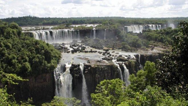Parque Nacional do Iguaçu, cuja estrutura voltada aos visitantes é o terceiro destino turístico mais visitado do Brasil