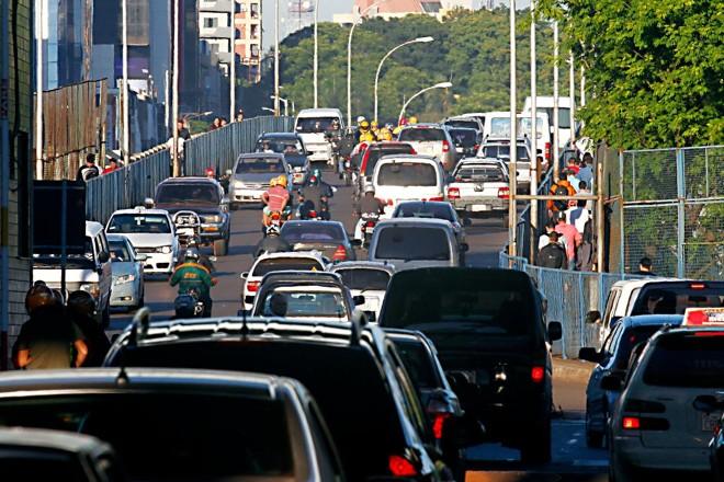 Ponte da Amizade, que liga Foz do Iguaçu a Ciudad del Este, no Paraguai, é um dos principais pontos de entrada do contrabando no Brasil. | ALBARI ROSAgazeta