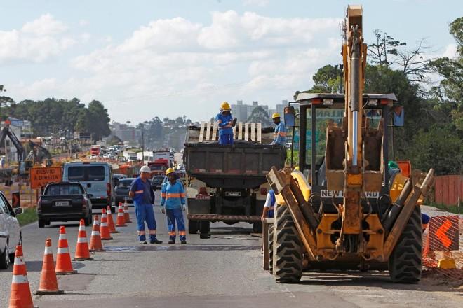 Poder Público poderia implantar 30 mil quilômetros de rodovias com o valor que deixa de arrecadar em impostos devido ao contrabando. | Antônio MoreGazeta do Povo
