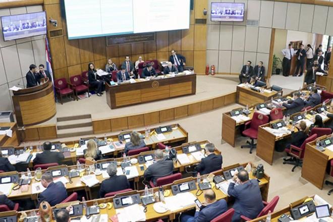 Sessão do Senado paraguaio que rejeitou aumento de impostos ao cigarro: justificativa é de que tema voltará à pauta nas discussões sobre novo marco tributário no país. | Divulgação/Congreso Nacional (Paraguay)