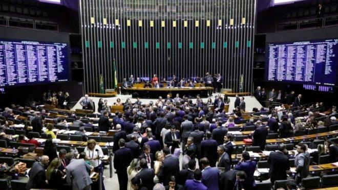 Deputados reunidos no plenário da Câmara Federal