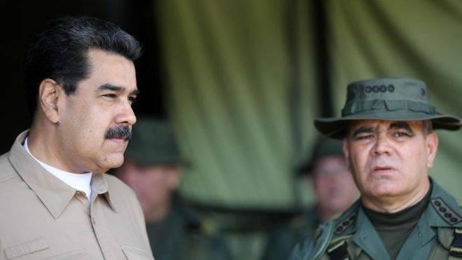 O ditador da Venezuela, Nicolás Maduro, e o ministro da Defesa, Vladimir Padrino, em reunião com comandantes do sistema de defesa territorial, em Caracas, 3 de junho