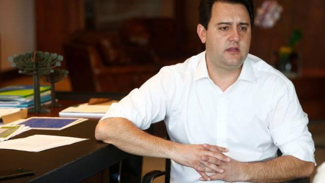 Ratinho Junior em seu gabinete, no Palácio Iguaçu