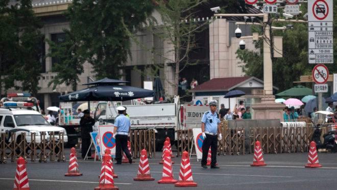 Nesta terça-feira, governo chinês reforçou a segurança nos arredores da Praça da Paz Celestial para evitar manifestações