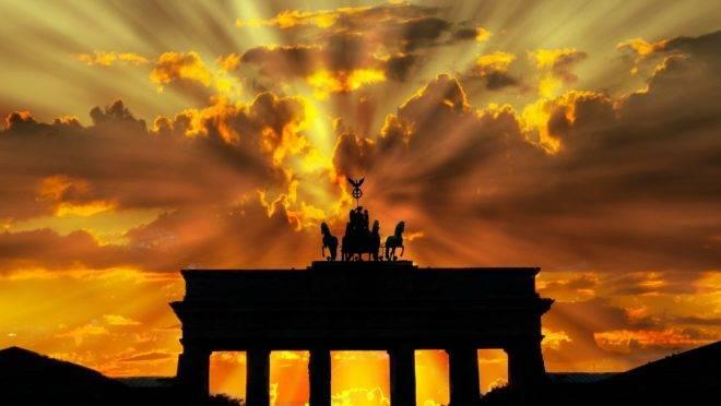 Trinta anos depois da queda do Muro de Berlim, jovens políticos alemães sugerem uma volta ao socialismo que arruinou a Alemanha Oriental