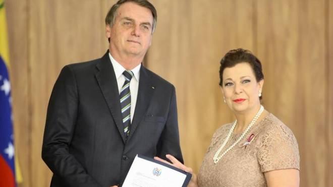Presidente Jair Bolsonaro reconhece Maria Teresa Belandria como embaixadora da Venezuela no Brasil