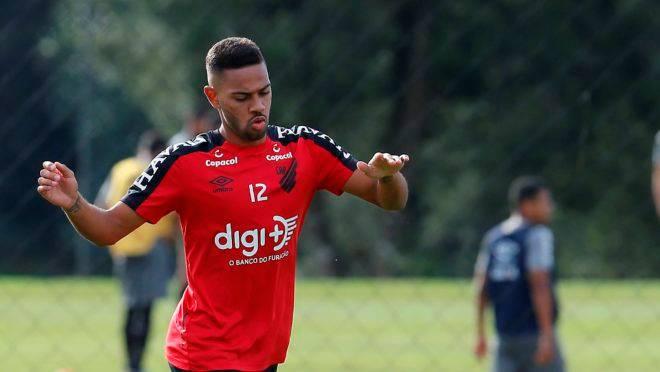 Athletico tenta liminar na justiça desportiva para Renan Lodi jogar