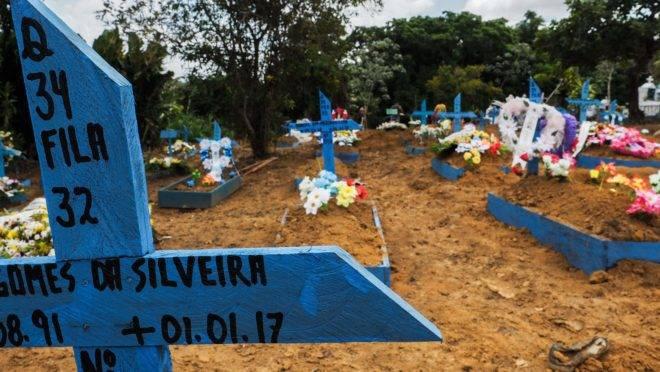 Cruz em cemitério de Manaus, no Amazonas.