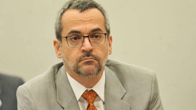 O ministro da Educação, Abraham Weintraub, participa de audiência pública conjunta das comissões de Educação, e de Trabalho, Administração e Serviço Público da Câmara dos Deputados.