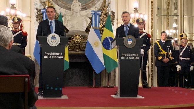 Bolsonaro e o presidente da Argentina, Mauricio Macri, em pronunciamento conjunto na Casa Rosada, sede do governo argentino.