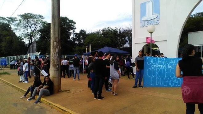Imagem postada em rede social pelo DCE da UFMS, das manifestações de 15 de maio. Foto: Reprodução.