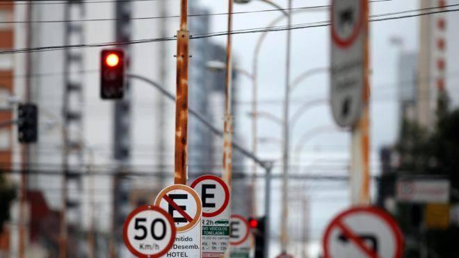 Placas de trânsito: é hora de mudar o código?