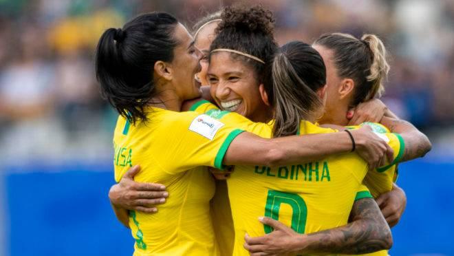 Cristiane do Brasil comemora após marcar gol (3-0), terceira dela, durante uma partida entre Brasil e Jamaica.