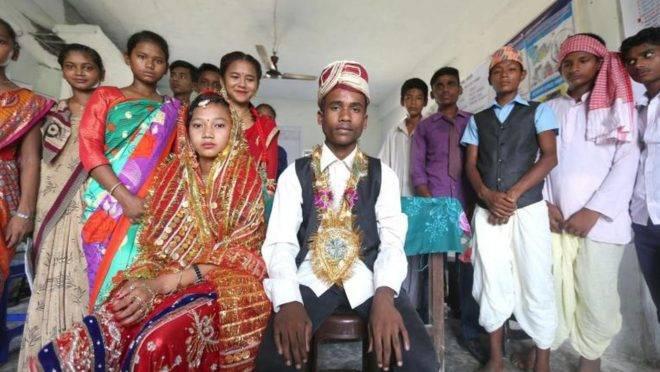 Adolescentes no Nepal encenam peça teatral sobre o casamento infantil como parte de um programa global para ajudar a educar e acabar com o casamento infantil. Foto: Divulgação/Unicef