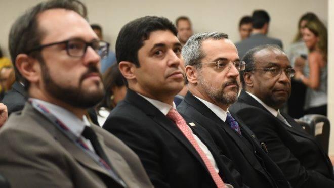Da esquerda para a direita: o ex-chefe do Inep, Elmer Vicenzi, o ministro da Controladoria-Geral da União, Wagner Rosário, o ministro da Educação, Abraham Weintraub e o presidente do FNDE, Carlos Alberto Decotelli