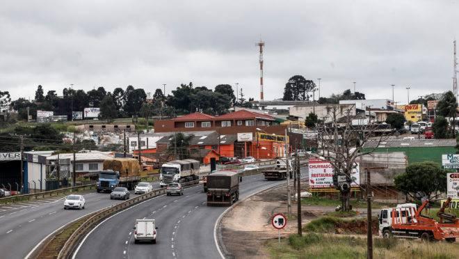 BR-376 corta área urbana de Ponta Grossa e leva risco de acidentes, além de dificuldade logística