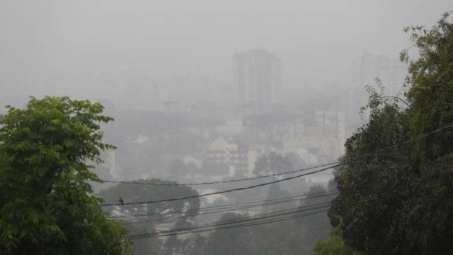Nevoeiro em Curitiba. Frio vai persistir nesta terça-feira, 11 de junho de 2019.