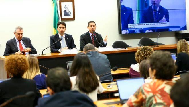 O presidente da comissão especial da Reforma da Previdência, deputado Marcelo Ramos, e o vice-presidente, deputado Silvio Costa Filho, durante atividades da comissão.