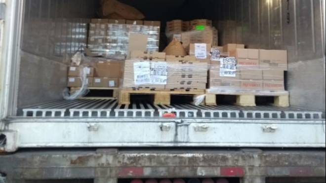 Carga de 9 toneladas de queijo e manteiga roubada estava em um contêiner refrigerado em uma chácara em Piraquara.