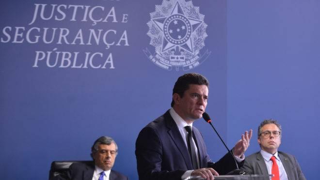 Sergio Moro discursa em solenidade no Ministério da Justiça.