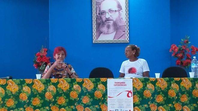 À esquerda, Lourdes Barreto, 77 anos, fundadora da Rede Brasileira de Prostitutas. À direita, Amélia Garcia, policial militar aposentada e integrante do Grupo de Mulheres Prostitutas do Pará. Imagem: Gazeta do Povo.