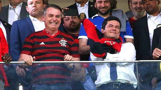 Bolsonaro e Moro em jogo do Flamengo em Brasília.