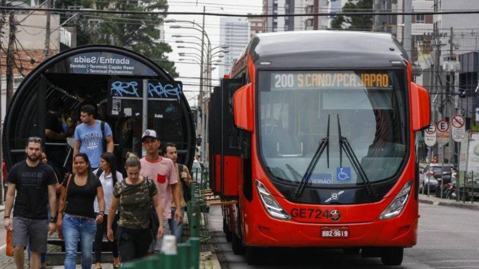 Ônibus de Curitiba não vão parar na greve geral de sexta-feira