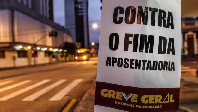 Centrais sindicais convocaram atos contra a reforma da Previdência. Foto: Jonathan campos/Gazeta do Povo
