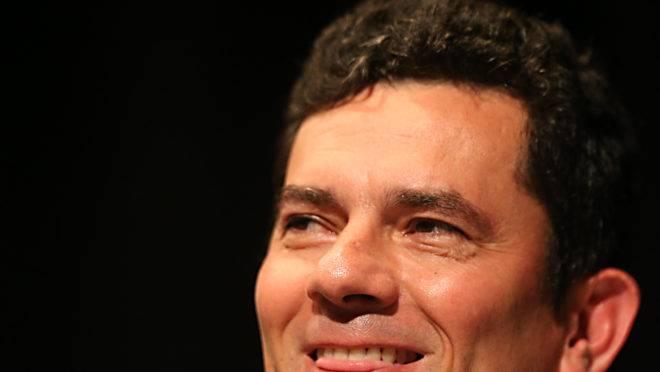 Sergio Moro sorrindo
