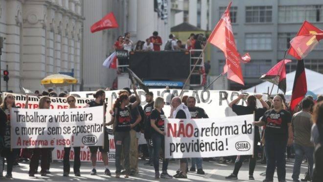 Centrais sindicais fazem oposição à reforma da Previdência.