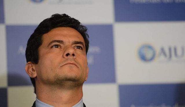 Sergio Moro, assina portaria ministro da Justiça e Segurança Pública.