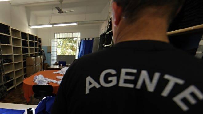 Mudança em projeto de lei veta agentes privados em presídios no Paraná