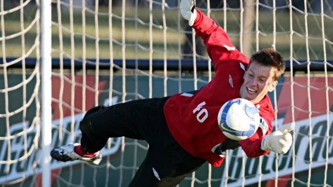 Goleiro Neto, em treinamento no Athletico.