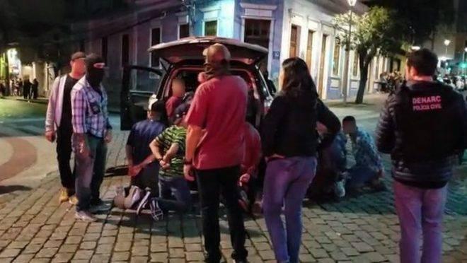 Polícia Civil prendeu 12 pessoas por tráfico de drogas no bairro São Francisco no sábado.