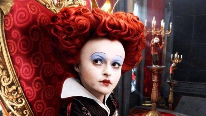 """Helena Bonham-Carter no filme """"Alice no país das maravilhas"""", de Tim Burton"""