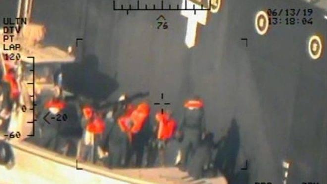 Imagem divulgada em 17 de junho pelo Departamento de Defesa dos EUA é apresentada como nova evidência do envolvimento do Irã nos ataques a dois navios petroleiros em 13 de junho no Golfo de Omã