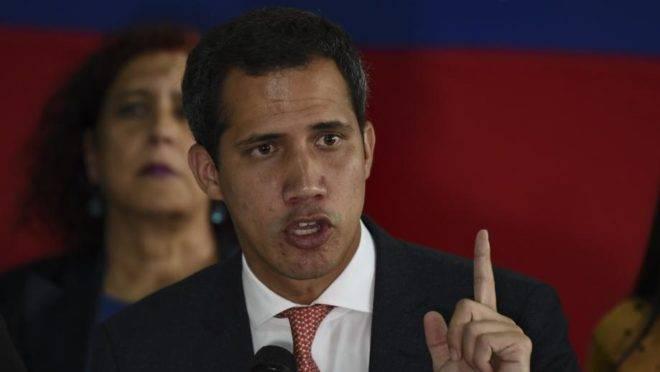 O líder da oposição ao chavismo e presidente interino da Venezuela, Juan Guaidó, em coletiva de imprensa em Caracas, 17 de junho