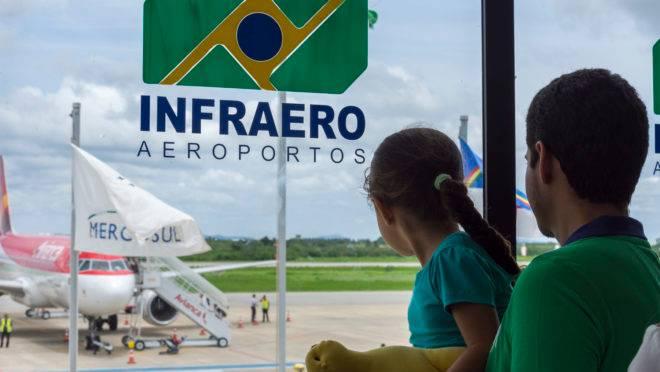 Avião da Avianca Brasil no aeroporto de Petrolina