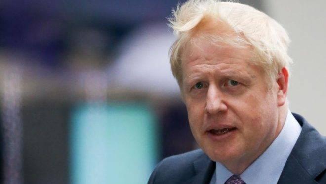 Membro do Partido Conservador Boris Johnson chega aos estúdios da BBC em Londres em 18 de junho para debate entre os candidatos a líderes do seu partido. A disputa para a liderança dos Conservadores agora tem cinco nomes, Johnson continua o favorito