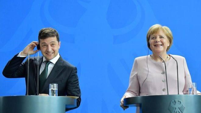 A chanceler alemã Angela Merkel e o novo presidente da Ucrânia Volodymyr Zelensky em coletiva de imprensa em Berlim, 18 de junho