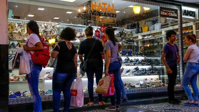 Trabalho aos domingos e feriados: loja no centro de Curitiba