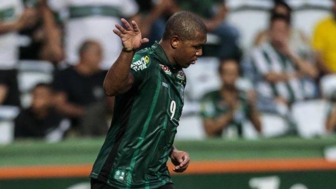 Uniforme do Coritiba deve ter um patrocinador master até o final do ano. Foto: André Rodrigues/Gazeta do Povo