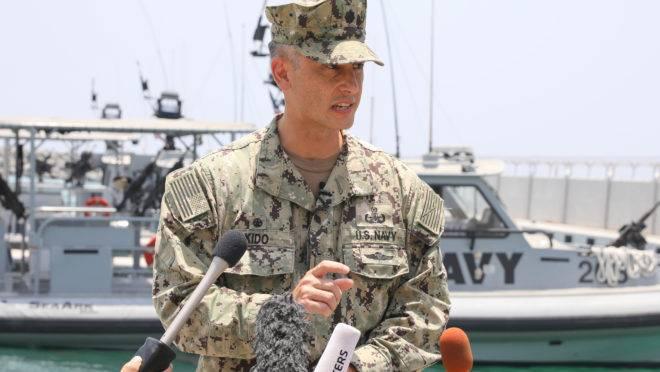 """Comandante Sean Kido disse a repórteres que os militares dos EUA recuperaram informações biométricas dos agressores no navio japonês, incluindo """"impressões digitais"""""""