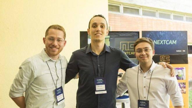 (Da esquerda para a direita) os criadores da NextCam, alunos do curso de Engenharia Elétrica da UFPR: Luís Guilherme Souza, Adriano dos Santos e Guilherme Vogt.