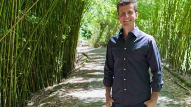 O palestrante Carlos Martins é o fundador do Instituto Essenz. Também é mestre em engenharia elétrica e especialista em gestão de empresas pela Fundação Getúlio Vargas.