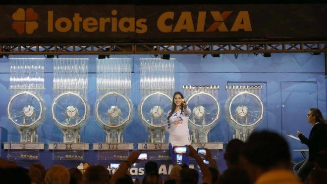 Caminhão da Sorte da CAIXA sorteia o concurso da Mega-Sena