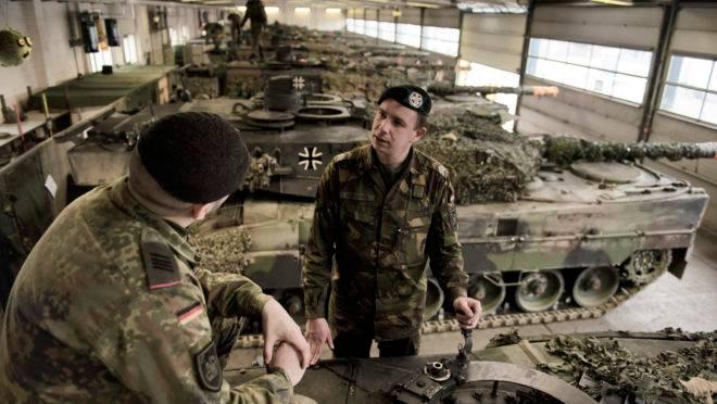 Militares de um batalhão de tanques europeu que consiste de soldados holandeses e alemães na base do Batalhão de Tanques 414 em Lohheide, Alemanha, em 4 de fevereiro de 2019. Os Estados Unidos e seus aliados europeus comemoraram em 6 de junho os 75 anos do Dia D, que libertou o continente da tirania. Mas ao mesmo tempo, os dois lados estão discutindo sobre o futuro e financiamento da Defesa da Europa