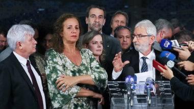 Os líderes da oposição Ivan Valente (PSOL), Gleisi Hoffmann (PT) e Jandira Feghali (PCdoB) na Câmara dos Deputados.