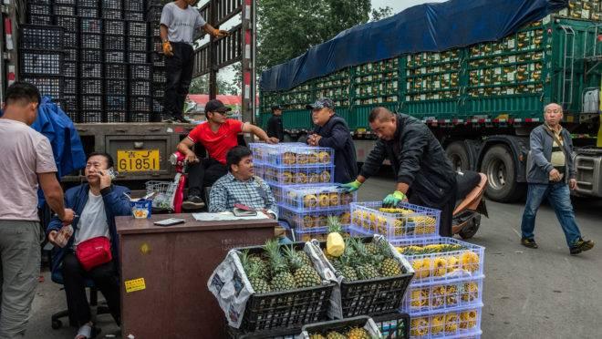 Uma feira de frutas em Pequim, 18 de maio. O aumento do preço dos alimentos se tornou um dos principais assuntos na China