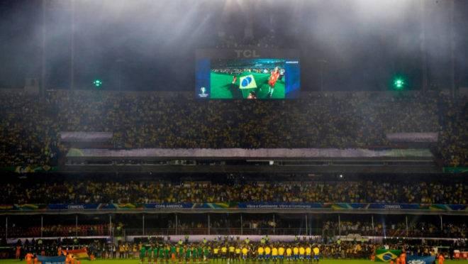 """Goleiro da Bolívia foi alvo de gritos de """"bicha"""" da torcida brasileira na abertura da Copa América."""